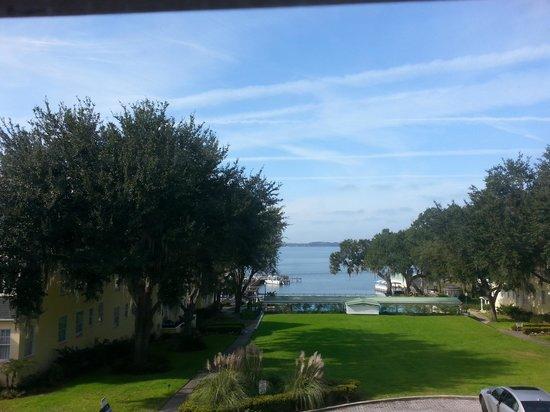 Lakeside Inn: Beautiful views of the lake