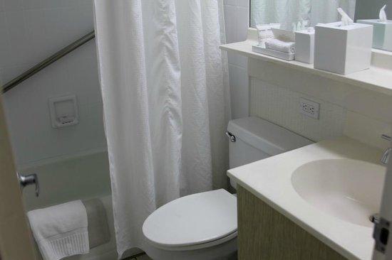 Shoreline Hotel Waikiki: Ванна