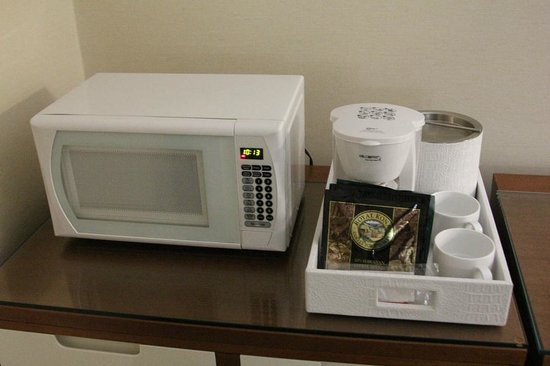 Shoreline Hotel Waikiki: Кофеварка и микроволновка в номере
