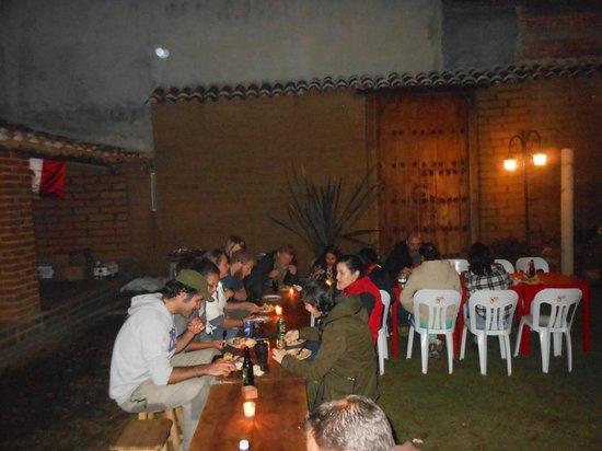 Puerta Vieja Hostel: Jardin, nuestra cena de año nuevo