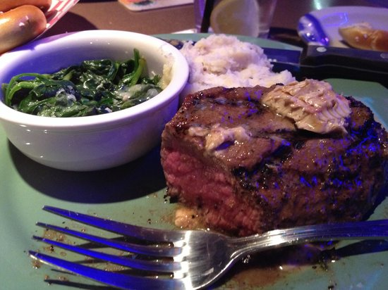 Calhoun's Gatlinburg: Ale Steak with Mashed Potatoes and Spinach.