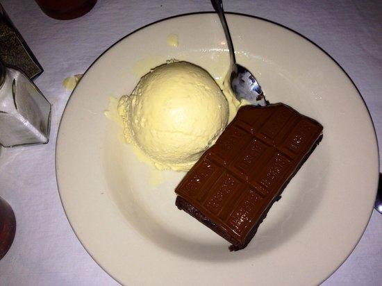California Dreaming Restaurant & Bar: Brownie, no es el típico, este tiene betún de chocolate
