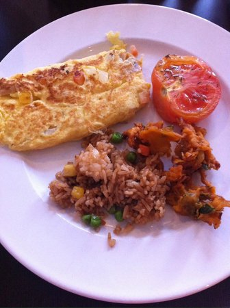 Village Hotel Albert Court by Far East Hospitality : omelette, tomatoes, nasi goreng and onion bhaji - the breakfast of champions!