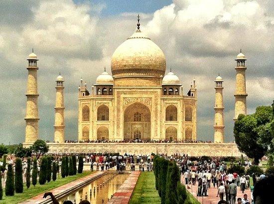 Taj Mahal: This was taken on my iPhone!
