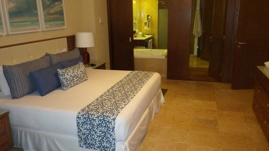 The Grand Bliss Riviera Maya: Master Bedroom with bathroom