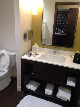 The Alexander: Very Modern Bathroom (Gilchirst & Soames Toiletries)