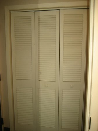 Best Western Plus The Normandy Inn & Suites: Lots closet space