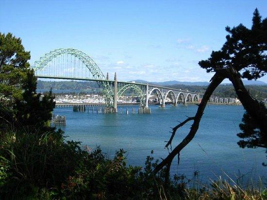 Port of Newport RV Park: View of bridge from RV park
