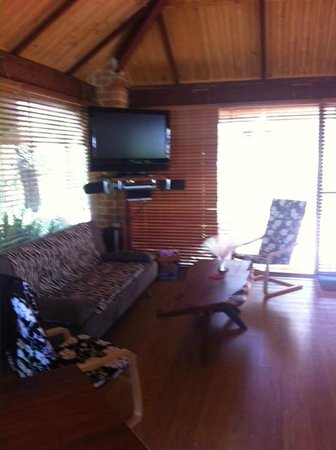 Dunsborough Ridge Retreat : HUGE TV in sitting area