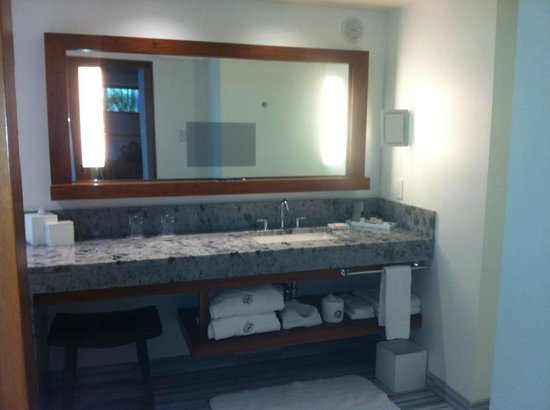 Fairmont Pacific Rim: Bathroom mirror