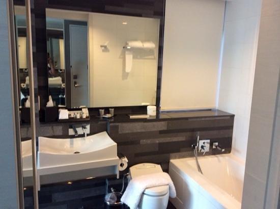 The Quincy Hotel by Far East Hospitality: salle de bain