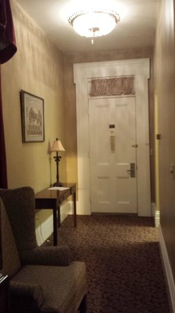 Maison St. Charles Hotel and Suites : entrance