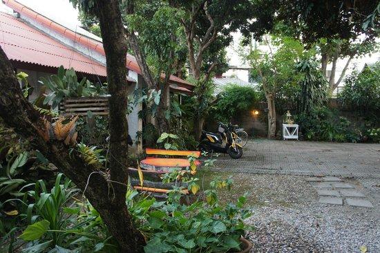 Baan SongJum Wat Ket: Garden