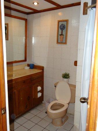 NEPTUNO'S REFUGIO : Bathroom