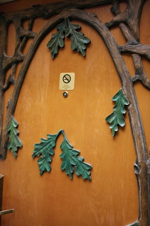 Stoney Creek Hotel & Conference Center - Galena: Details on the doors to the Suite. Fairytale-ish!