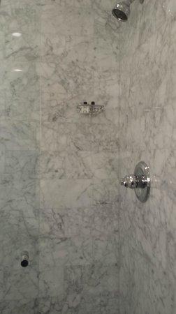 Hotel Royal : Marble bath