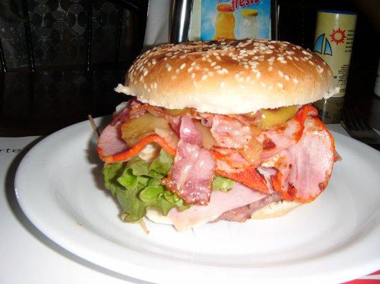 Hamburgueseria Cafeteria Daisy: hamburgesa