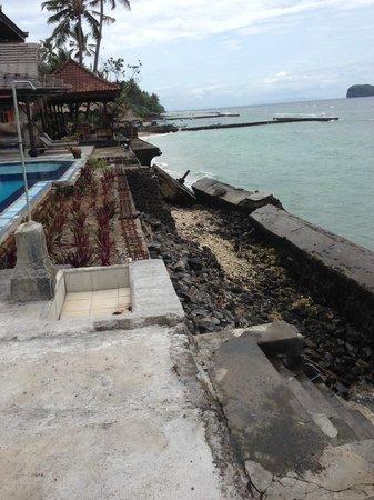 The Rishi Candidasa Beach Hotel: La terrasse qui s'est écroulée à 2H00 du matin il y a un an