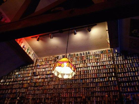 Cameron's Restaurant & Inn: Wall of beers...