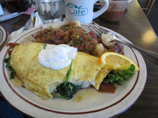 Linda's Seabreeze Cafe: Spinach bacon omelet