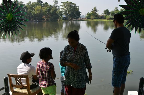 Riverine Resort: Fishing at the jetty