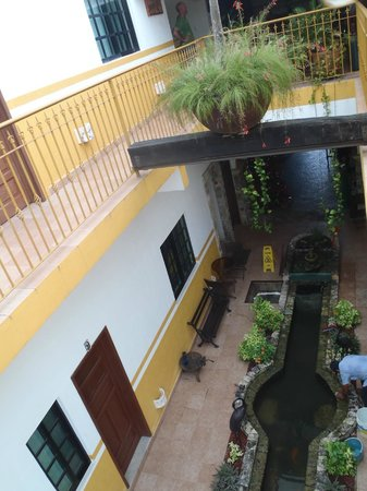 Hotel San Miguel Arcangel: looking down at courtyard from second floor