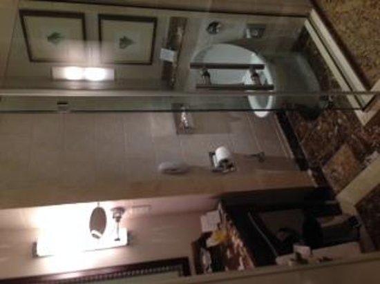 Corinthia Hotel Budapest: bathroom