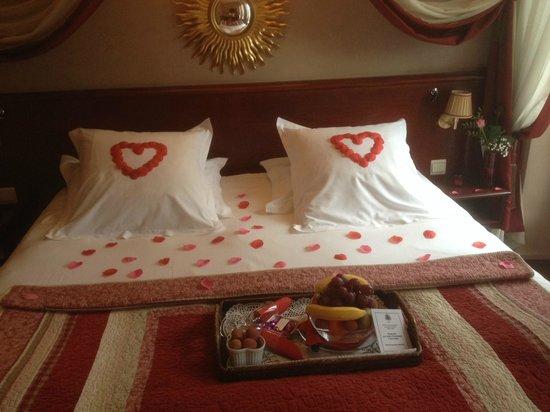 Hotel Britannique : Romantic arrangement of the room