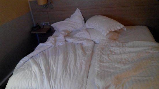Dolce Chantilly : Le lit double au dolce qui n'est en fait que 2 lits simples et 2 petites couettes emmenez votre