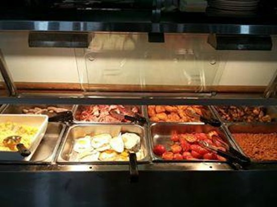 Alpha Sovereign Hotel: Buffet Breakfast