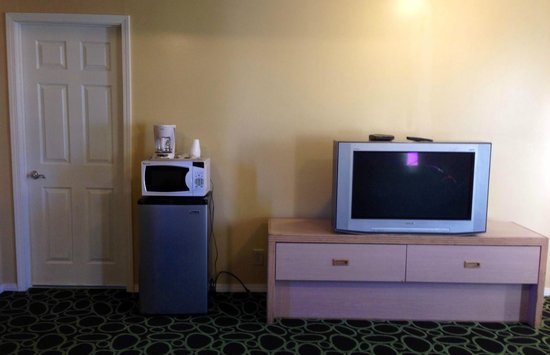 Bend Value Inn: tv & amenities