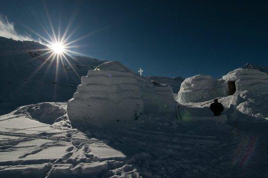 Ice Hotel Romania: Eiskirche und Umgebung
