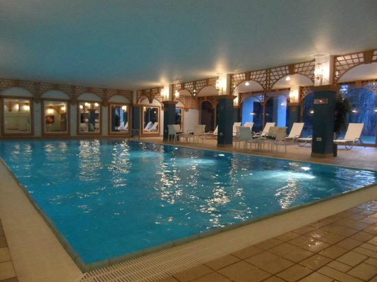 DoubleTree by Hilton Luxembourg: Pool