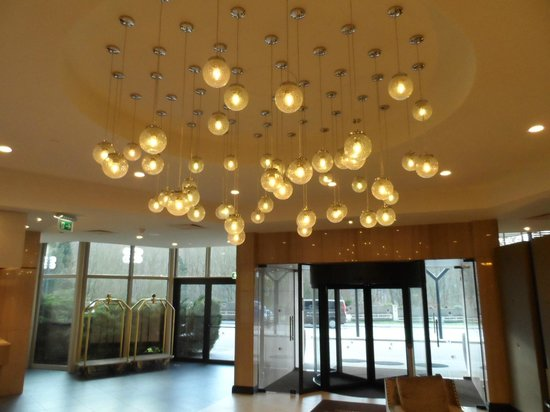 DoubleTree by Hilton Luxembourg: Entrance /Reception area