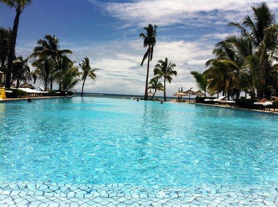 Sugar Beach Resort & Spa: Quiet Pool -> indischer Ozean ... beinahe übergangslos