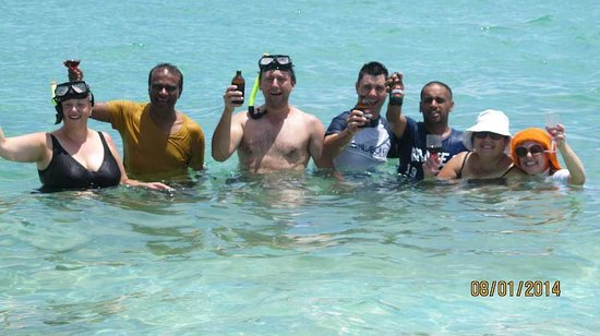 Oolala Cruises: Bula - how good is drinks service in the water!!