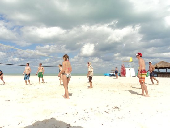 Isla Pasion: Volley ball on the beach