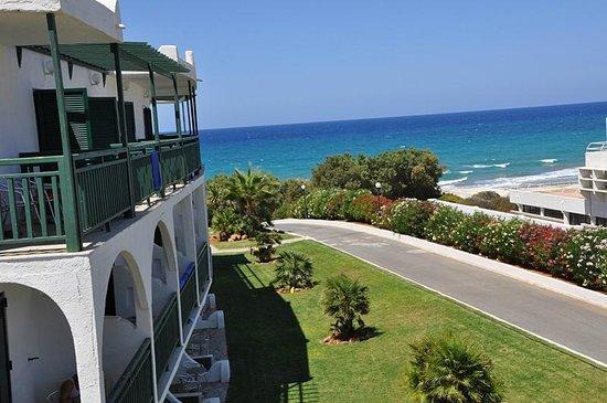 Mitsis Rinela Beach Resort & Spa: Вид из номера 245 из бокового окна