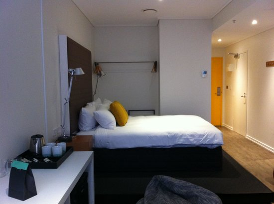 Ovolo Laneways: Spacious room