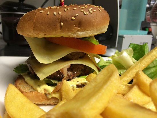 La Place Chez Chino & Thierry : double cheesburger maison