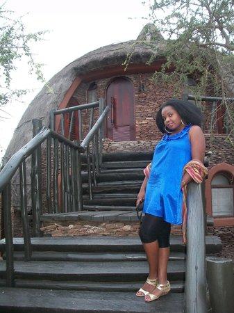 Serengeti Serena Safari Lodge: Outside my room