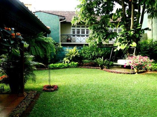 Delma Bungalow: Beautiful garden