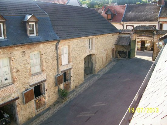 La Chevalee : View into the courtyard