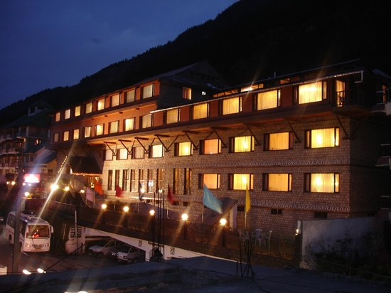 Honeymoon Inn Manali : NIGHT VIEW
