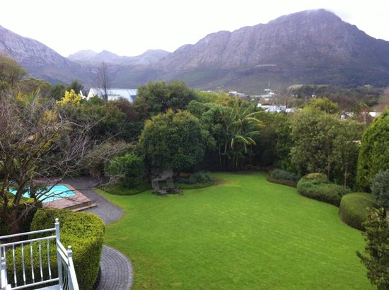 Avondrood Guest House: View of mountains
