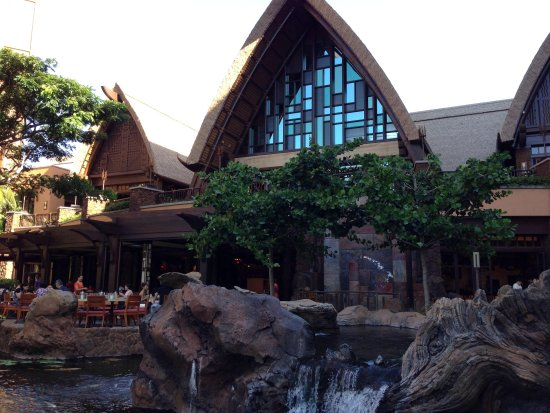 Aulani, a Disney Resort & Spa: 中庭から見た外観