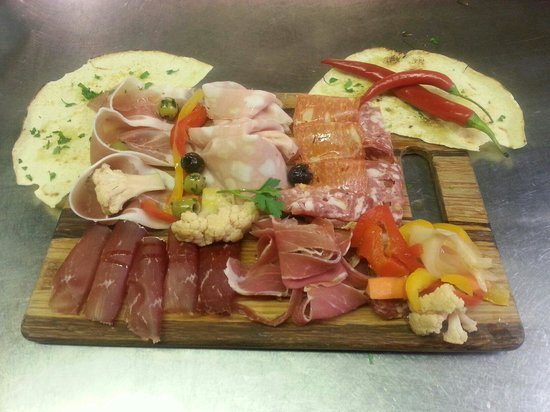 Il Girasole: Selection of Italian salami