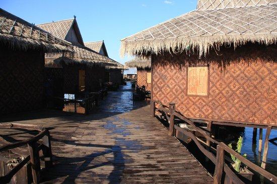 Shwe Inn Tha Floating Resort : Between rooms