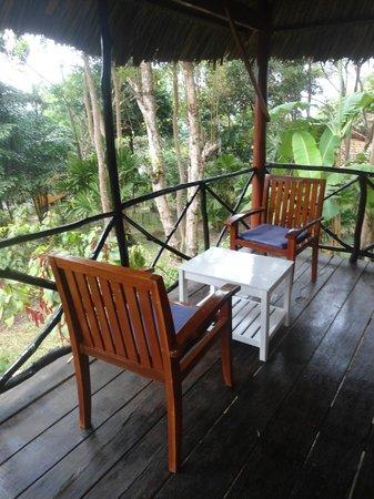 Bo Resort: Terasse vor dem Bungalow