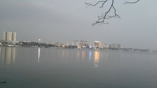 Bolgatty Palace & Island Resort: Evening View of Kochi from Room